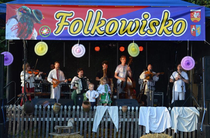 Folkowo i z tradycją w Wierzchowinach